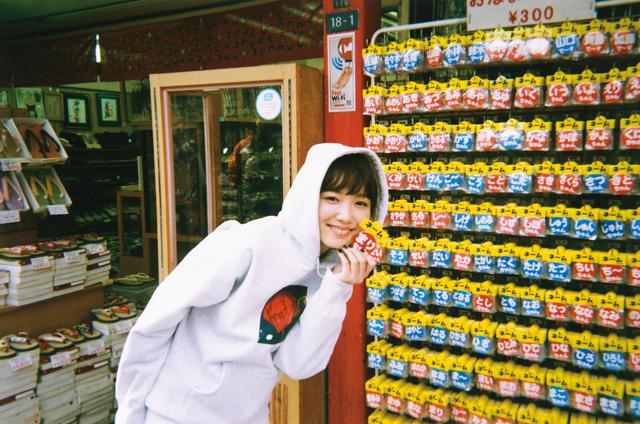 画像: 飯豊まりえ 1998年1月5日生まれ。千葉県出身。B型。女優、モデルとして多方面で活躍。「にじいろジーン」(フジテレビ系)にレギュラー出演中のほか、雑誌「Seventeen」専属モデルとしても活動。映画「祈りの幕が下りる時」('18年1/27公開)が控える。