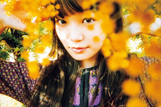 画像: 佐藤玲 1992年7月10日生まれ。東京都出身。A型。演出家・蜷川幸雄の舞台でデビュー。出演作は「少女」('16年)、ドラマ「架空OL日記」(テレビ東京系)など。ドラマ「今からあなたを脅迫します」(10/15~ 日本テレビ系)、主演を務める映画「高崎グラフィティ。」('18年春公開)など出演作が多数控える。