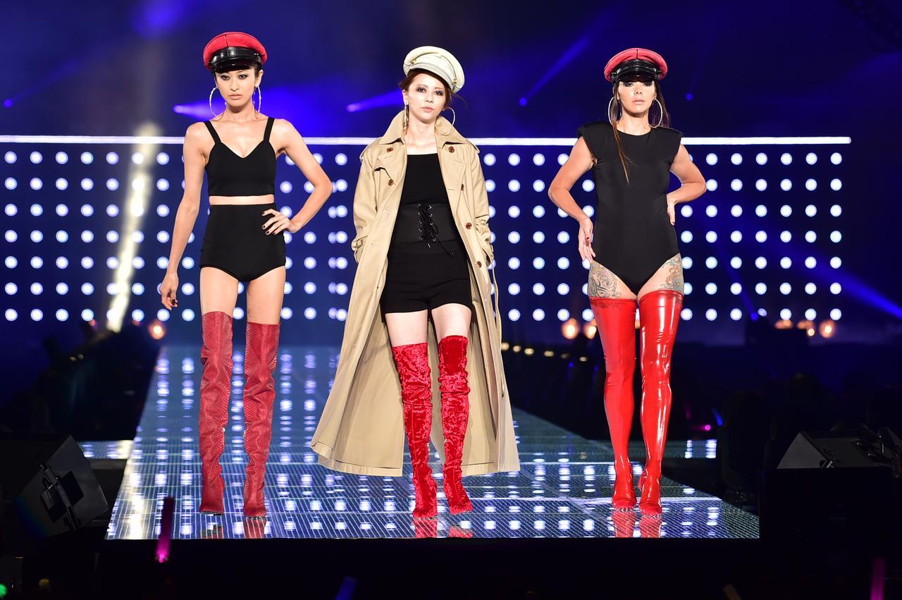 画像: 左から山田優さん、香里奈さん、土屋アンナさんが登場!圧巻ですね!