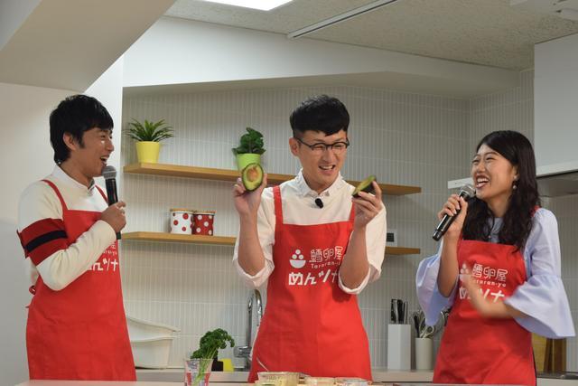画像: アボカドを使用してお料理開始!