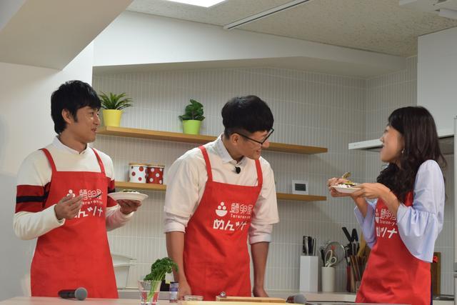 画像: 横澤さんはあまりの美味しさに笑顔です!