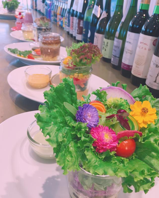 画像: 花咲く秋野菜のブーケサラダ 840円