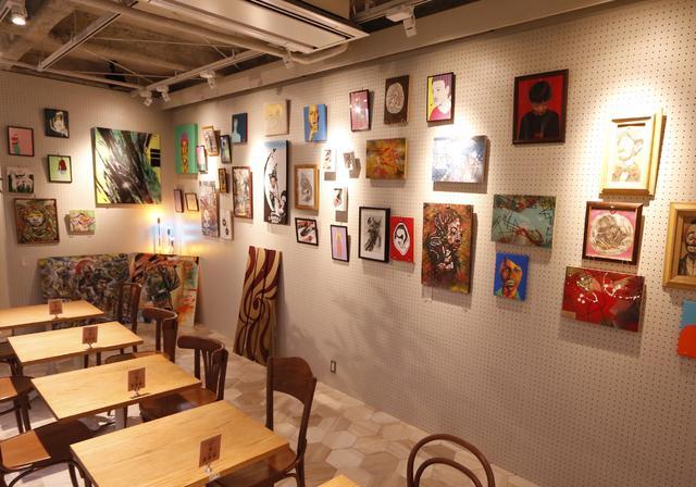 """画像: ・アート基地""""GALLERY"""" 次世代のクリエイターを支援するアート基地""""GALLERY""""が新たに備わった。アート基地""""GALLERY""""のオープニングを飾るのは神戸を拠点に活動するクリエイターたち7名[岡田絵里 / camp (EL CONDUCTOR) / SUMA-ILL(EL CONDUCTOR) / SOUL☆SPICE / NIRO / MAGNUM / ROB the Hunchback. (studio Bapple/EL CONDUCTOR)]の作品。こちらの作品は展示・販売となるので、おはやめにご鑑賞を!"""
