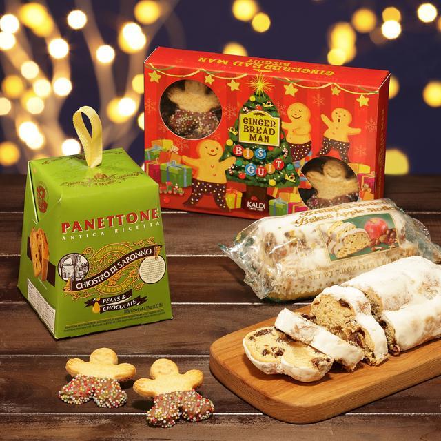 画像: (左から) パオロ ラッザローニ パネトーネクラシコ(ペア&チョコレート) ¥429 オリジナル ジンジャーブレッドマンビスケット ¥712 オーベル ミニアップルシュトーレン ¥538 マジパンの入ったアップルフレーバーの「シュト―レン」や、チョコレートチップたっぷりの天然酵母の「パネトーネ」など伝統的な焼き菓子に新フレーバーが登場。伝統の中にも少しアレンジをきかせたお菓子はパーティにもオススメです。
