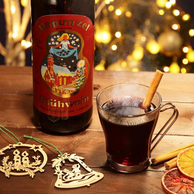 画像: ラプンツェル グリューワイン(赤)  ¥1080 ヨーロッパのクリスマスマーケットではグリューワインを飲みながらお買い物を楽しむのが定番。期間限定でオーナメント付きやミニサイズも登場する他、クリスマス限定デザインのワインをご用意します。