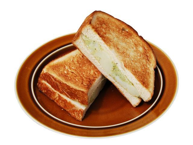 画像: ■バジルポテトサンド 490円(税込) バジルペーストを練り込んだポテトを、店内で焼いている自家製食パンでサンドしたボリュームたっぷりのサンドイッチです。バジルの香りが食欲をそそります。手作りの豆乳マヨネーズが味の決め手です。