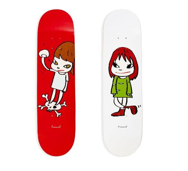 画像: ■Skateboard Nara Girl on top of skull (左) ■Skateboard Nara Green Dress Girl (右) 税抜販売予定価格: 各26,000円 奈良美智による2017年の作品「Welcome Girl」(左)と「Solid Fist」(右)がスケートボードになりました。奈良美智自身が、日々の実験の規律から生まれた自信の絵に、息吹を与える色を選び、完成しました。
