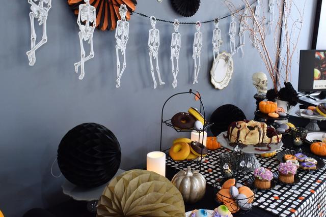 画像: 会場はハロウィンムードを盛り上げる飾りつけ♪