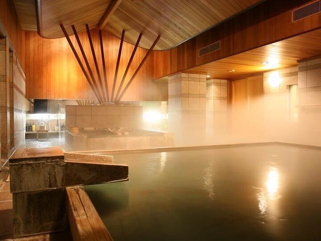 画像1: 大浴場貸切でたっぷり温泉を堪能 スタッフの入浴指南付き