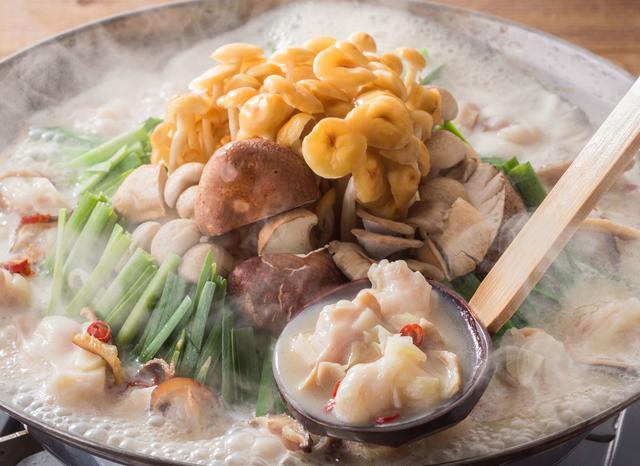 画像: きのこの旨みたっぷり!!濃厚スープで食べるモツ鍋 980円(税抜)