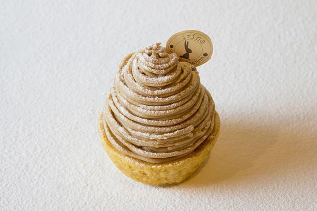 画像: 「モンブラン」 フランス産とイタリア産の栗をブレンドし、滑らかですっきりしたクリームに仕上げました。パイ生地とアーモンドクリーム、栗を丸ごと1個使った極上の王道モンブランです。