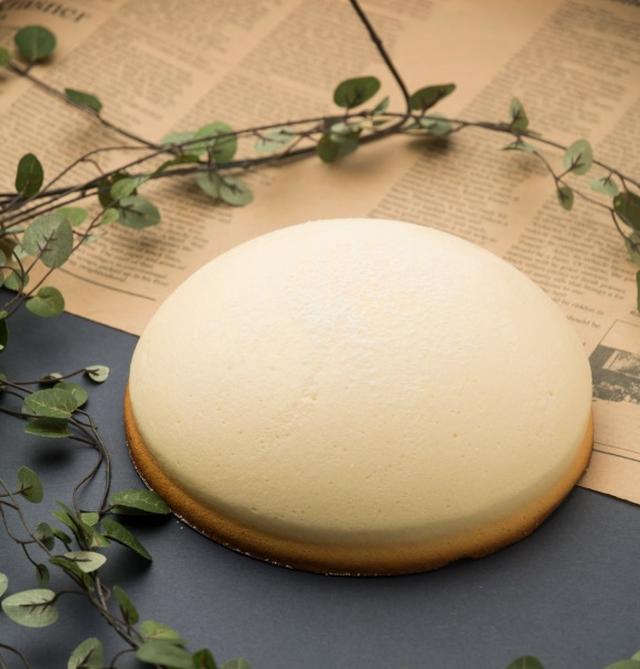 画像1: 新触感の魅惑のチーズケーキ「ミニョン」 「ミニョン」1,500円(税別)