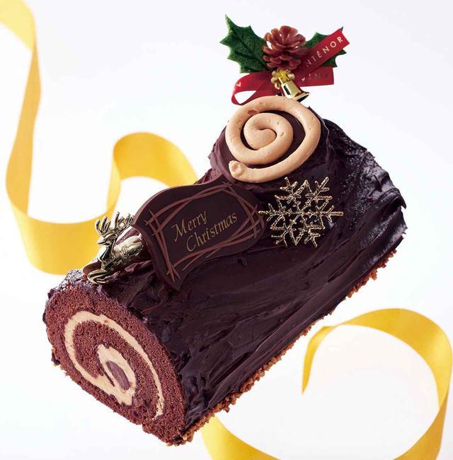 画像: 【商品名】 ブッシュ・ド・ノエル 【サイズ】 長さ16cm 【価格】¥3.564(税込¥3,300) 【商品説明】 切り株をイメージしたヨーロッパ伝統 のクリスマスケーキ。キャラメルバタークリームと ジャンドゥヤガナッシュをチョコアーモンドスポンジ で巻き込み深い味わいに仕上げました。 【ご予約期間】 12/20(水)まで 【販売/ お渡し期間】12/21(木)~25(月)