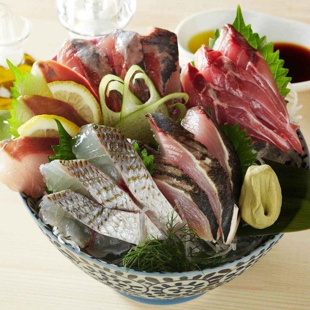 画像: 「刺身盛り合わせ」980円 相模灘から直送の新鮮なお魚をたっぷり