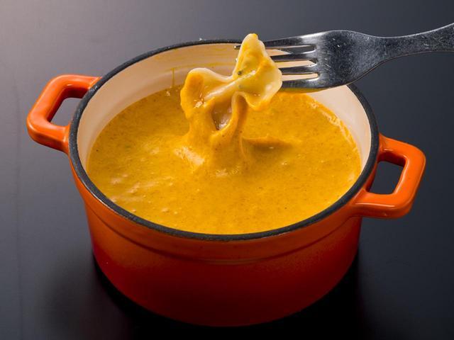 画像: イエロー カレー風味のチーズフォンデュ
