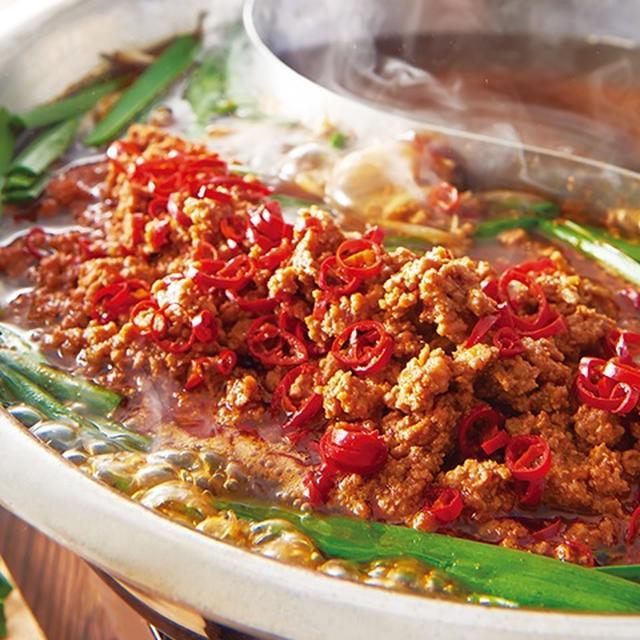 画像: 担々肉鍋 温野菜史上一番人気の季節商品が復活。熱々のお鍋に唐辛子の辛味とぷりっぷりのもつが入り、やみつきになる新名物鍋。