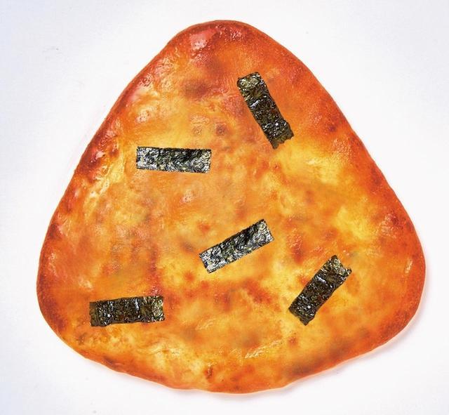 画像1: 【おにぎりせんべい風包み焼きピザ】1,400円(税別) ※ピザカッター付き