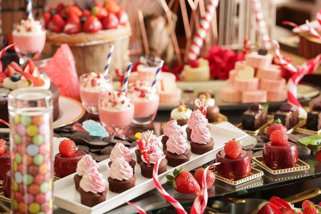 画像2: 恋する季節到来!いちごとチョコレートのハーモニーを楽しめる『バレンタイン デザートブッフェ~恋する苺 and The Chocolate Factory~』