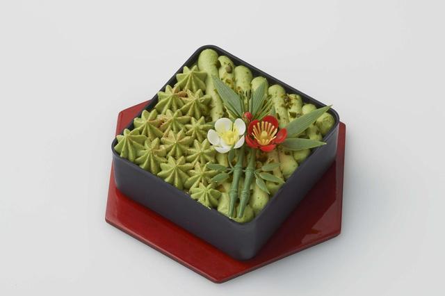 画像: ピスタチオのケーキ ショコラムースにあわせたのは、ピスタチオのムースとクリーム、そしてトッピングのピスタチオ。 ピスタチオをさまざまな角度から味わえます。
