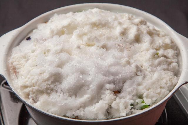 画像2: グリーン野菜と食用花で雪解けを表現!ムービー映えするヘルシー鍋 15種緑黄色野菜とローストチキンの雪山鍋 1人前1,680円