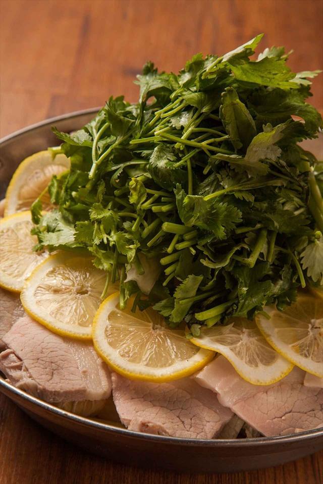 画像: 『厚切りチャーシューとどっさりパクチーのレモン鍋』  1人前 1,680円