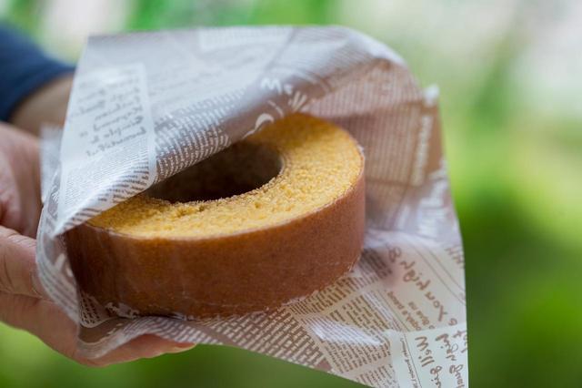 画像: 焼きたてをおいしく食べきれるサイズ 焼きたてバウム 販売価格500円(税抜)