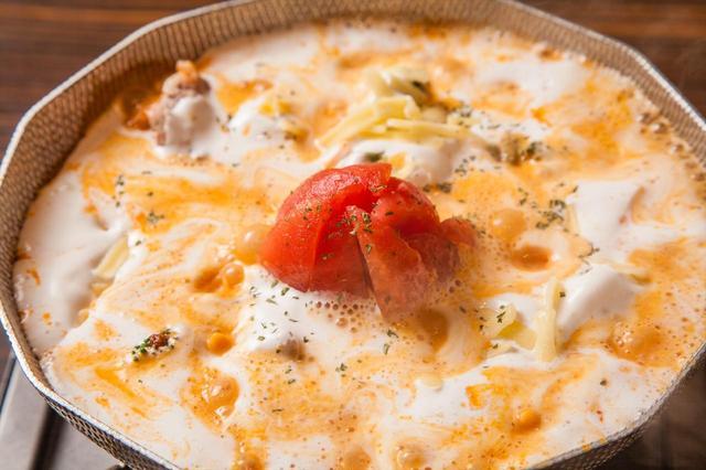 """画像2: ふわっふわの豆乳で覆われた丸ごとトマトの和風トマト鍋 """"コラーゲンたっぷり"""" まるごとトマトのぷるぷる豆乳美顔鍋 1人前1,690円"""