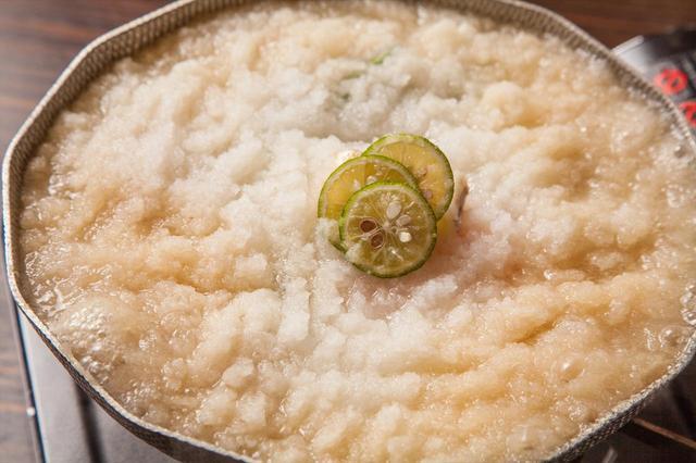 画像2: 出汁を吸った大根おろしがふわふわジューシー つくば鶏と焼き葱の雪見鍋 1人前1,490円