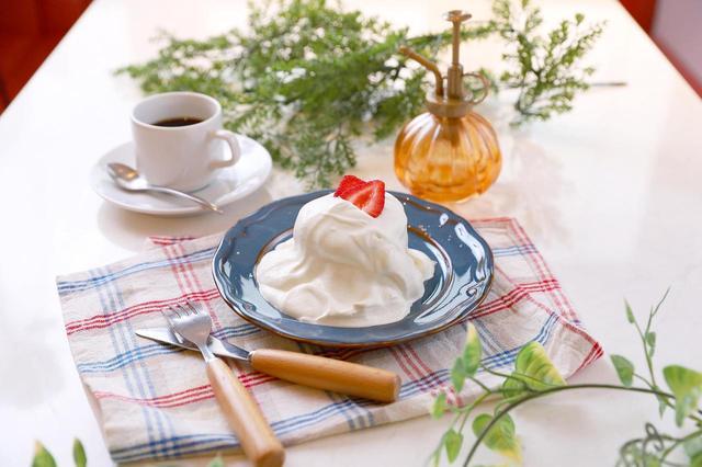 """画像: 【ショートケーキ】 圧倒的に食べやすく、ミルクを""""食べる""""ショートケーキです。 ・""""モンスター生クリーム"""" ショートケーキ 780円(税抜) …全5種類"""