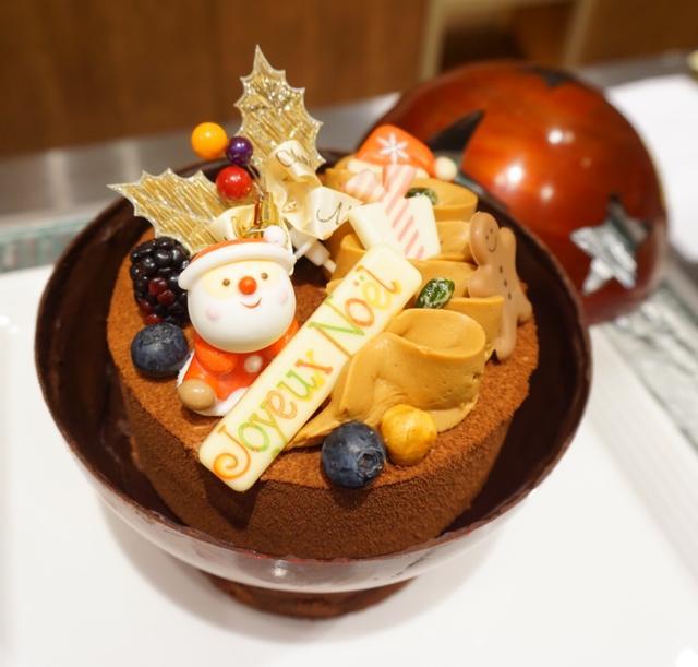 画像: サンタさんが登場!! ¥6,000(税込) / 球体:直径16cm x 高さ17cm、ケーキ:直径12cm x 高さ5cm