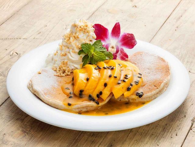 画像: ◆フレッシュマンゴー&リリコイ・パンケーキ マンゴーの甘味とパッションフルーツ(リリコイ)の酸味が相性抜群!