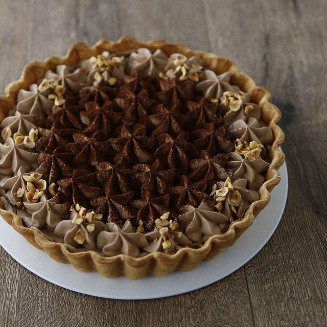 画像: ▲クリームパイ キャラメルバナナ&チョコ キャラメル味のカスタードクリームに大きめにカットしたバナナを敷き詰め、チョコクリームでデコレーション。