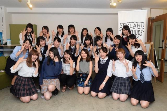 """画像: 「JCJK調査隊」について 女子大生社長・椎木里佳が運営する、""""世界に日本のJKのかわいい文化""""を発信する約100名の女子中高生マーケティングチーム。市場調査や、企業の商品開発サポートなどを行っています。主な活動は、クライアント企業との座談会やアンケート調査など、JCJK調査隊としてのメディア出演もあります。"""