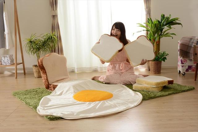 画像: 食パン座椅子に、目玉焼きブランケット…おいしい朝ごはんたくさん詰めときました