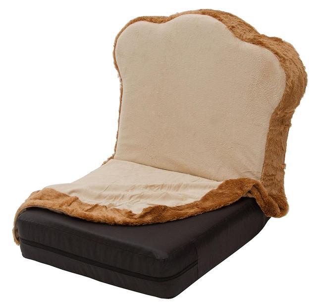 """画像: 食パン座椅子専用カバー:トーストタイプ(1,598円) 食パン座椅子に被せるだけで""""トースト""""に変身する専用カバー付き。 洗濯可能でいつでも清潔! 食パンがトーストに変身しちゃいます! サイズ 約:500×920mm"""