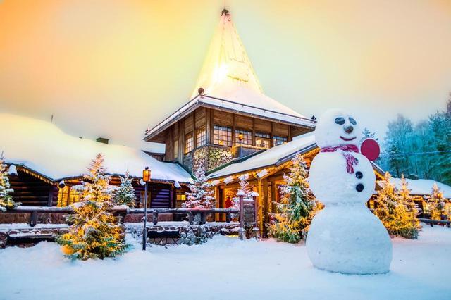 画像: ロヴァニエミ(フィンランド) 「サンタクロース村でサンタとオーロラ鑑賞」