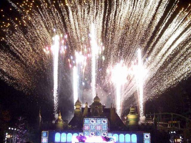 画像2: 花火があがるナイトショー「ハローキティのキラキラパーティナイト」
