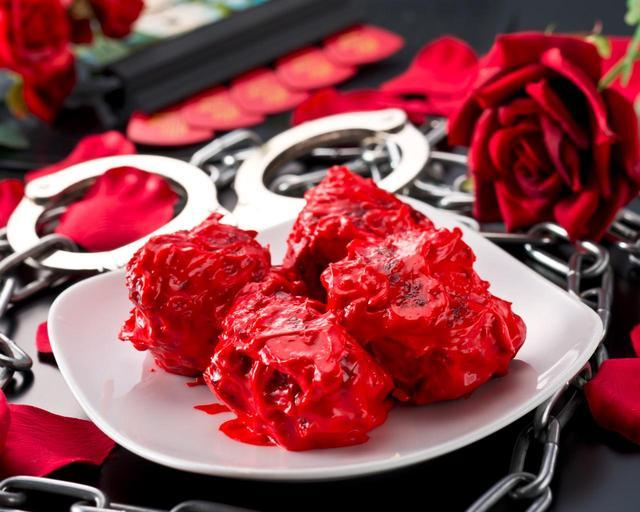 画像: レッチキ=赤い唐揚げ バイブスもチキンもアゲていこう。メロイックサインに「赤い唐揚げ」