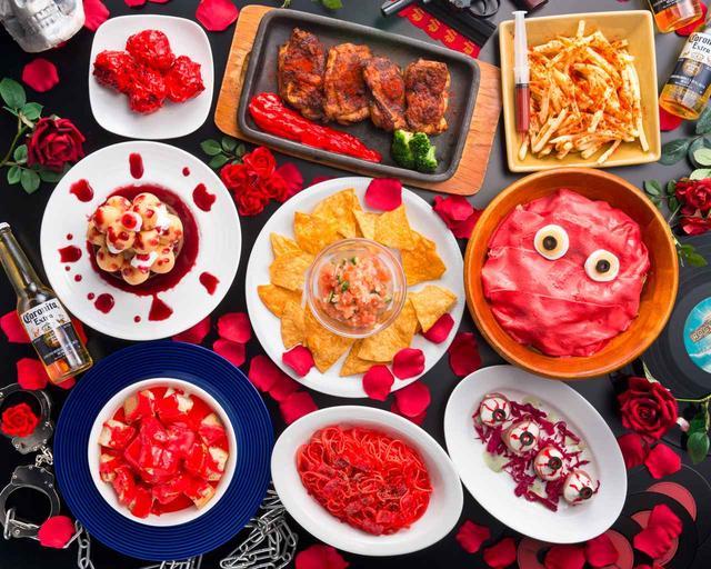 画像: 真っ赤に染まった「赤」の晩餐!コロナビールもコラボで飲み放題に!