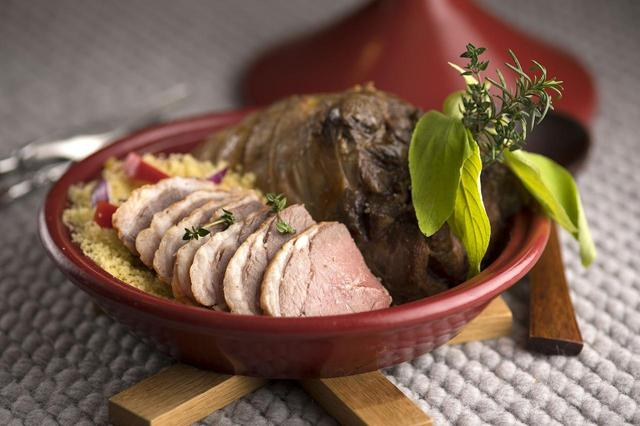 画像: ◆タジン鍋を使ったローストラムレッグ
