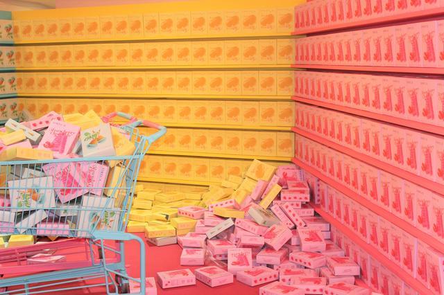 画像: 買い物カートにランダムに箱がIN