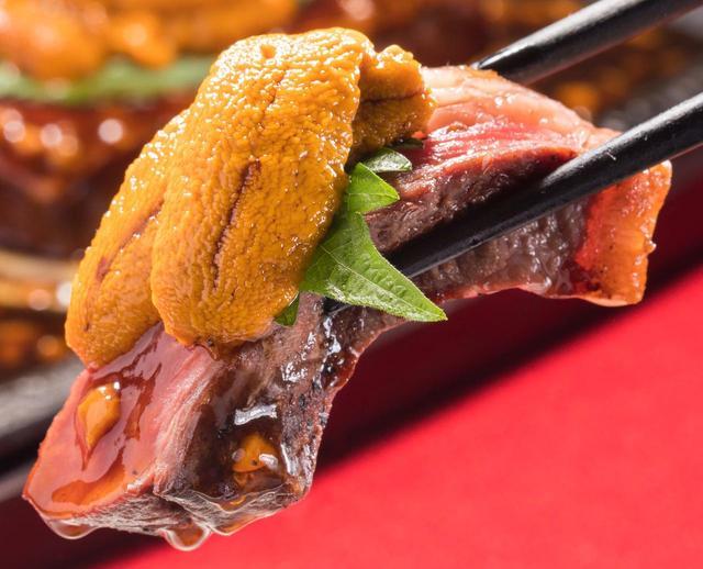"""画像: 希少部位「ステーキ」×「生うに」の""""フォトジェ肉""""はいかが…?"""