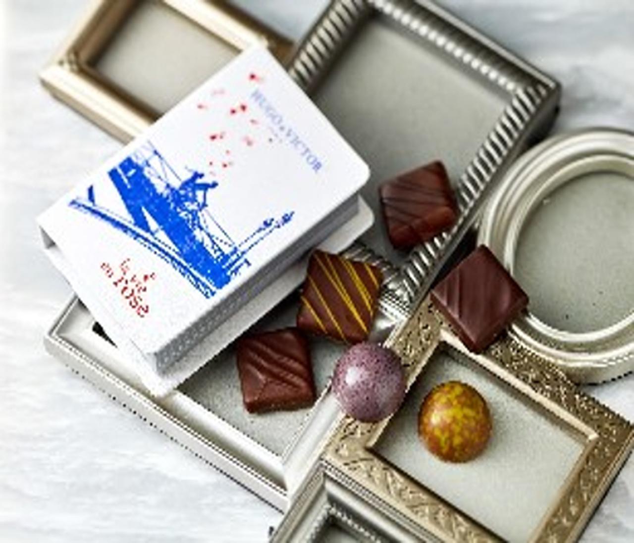 画像: ■ユーゴ アンド ヴィクトール/ラヴィアンローズ〔6個入〕 3,024円 本のかたちのパッケージには6種のチョコレート。