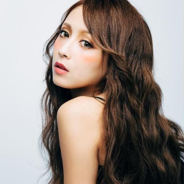 画像: 【プロフィール紹介】 根本弥生 1992年2月24日生まれ。東京都出身。「姉ageha(medias株式会社)」の専属モデル。 「ねもやよ」の愛称で知られており、東京渋谷の代表モデルのひとり。 多数の商品プロデュースや広告、イベントで活躍中。現在は女性誌【姉ageha】の専属モデルを務めている。
