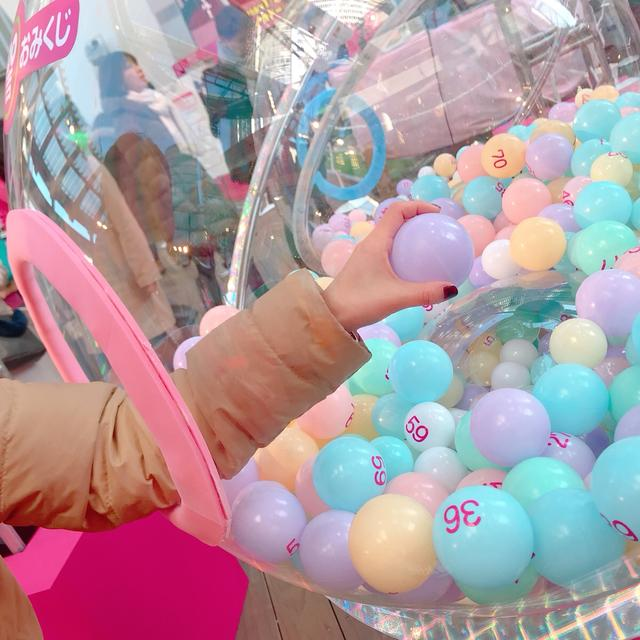 画像: 番号のボールを引いて、おみくじをもらいます。ドキドキ!