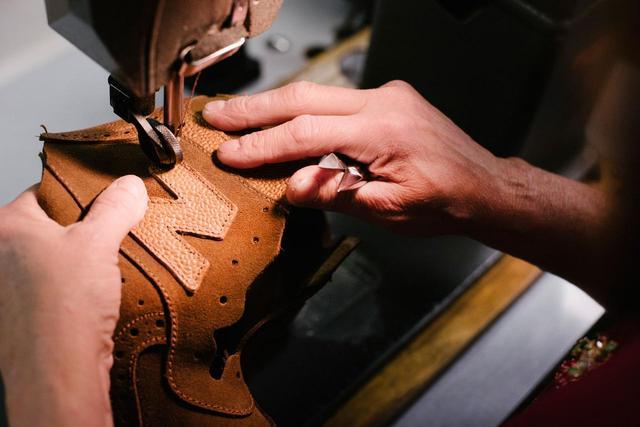 画像4: Grenson×new balanceコラボレーション!高級革靴をイメージした「576」が発売