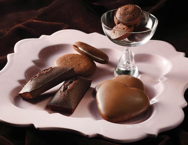 画像: 年間販売個数世界一の『フィナンシェ』などの焼き菓子がチョコレート味にドレスアップ!