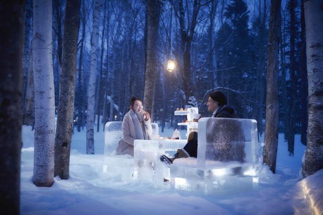 画像: 雪降る森の特別席で「氷のティーパーティー」はいかが?