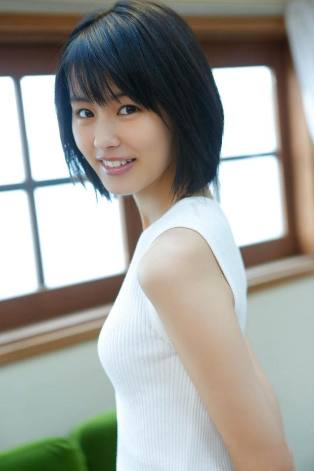 画像3: 透明感あふれる16歳の清純派女優・竹内愛紗のカレンダーが発売決定!