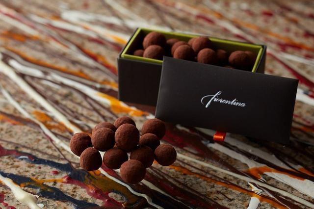 画像: ヘーゼルナッツショコラ 1,500円 イタリア産の香ばしい大粒のヘーゼルナッツをチョコレートでコーティング。厳選された香り高いへーゼルナッツの食感が楽しい贅沢な一品です。
